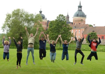 Students and staff enjoying themselves at a field trip to Gripsholm