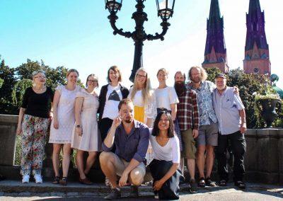 Lärare från andra perioden framför Uppsala domkyrka